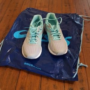 ASICS T SHOES, MINT GREEN/GRAY COLOR 8 1/2